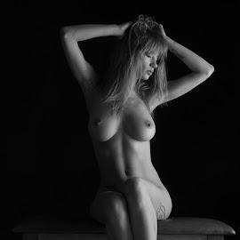 Natasha by Reto Heiz - Nudes & Boudoir Artistic Nude ( studio, nude, sitting nude, nudeart, lowkey )