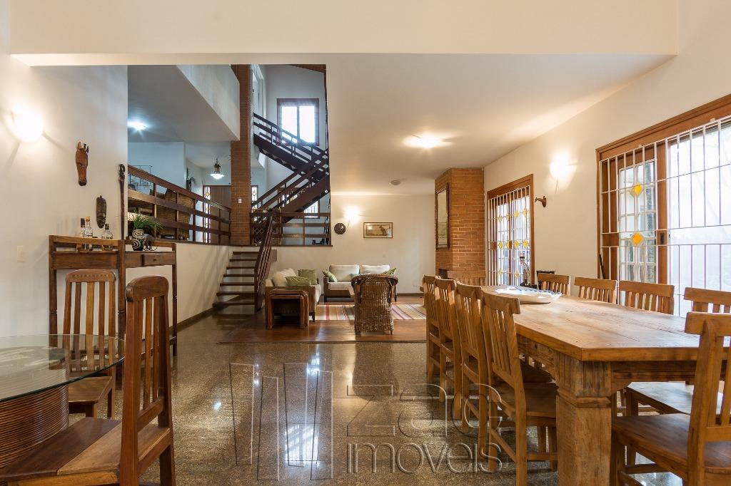 Casa espetacular, perto do Parque Vila Lobos!