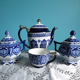 Blue and white chinawares by Maricor Bayotas-Brizzi - Artistic Objects Antiques