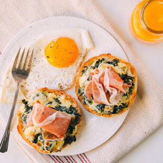 Cheesy Kale Prosciutto Brunch Melts with Eggs