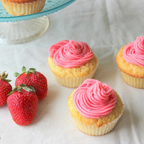 Vanilla and Strawberry Cupcakes