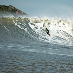 Big Surf at Praia da Vila by Cezar Pegoraro - Sports & Fitness Surfing