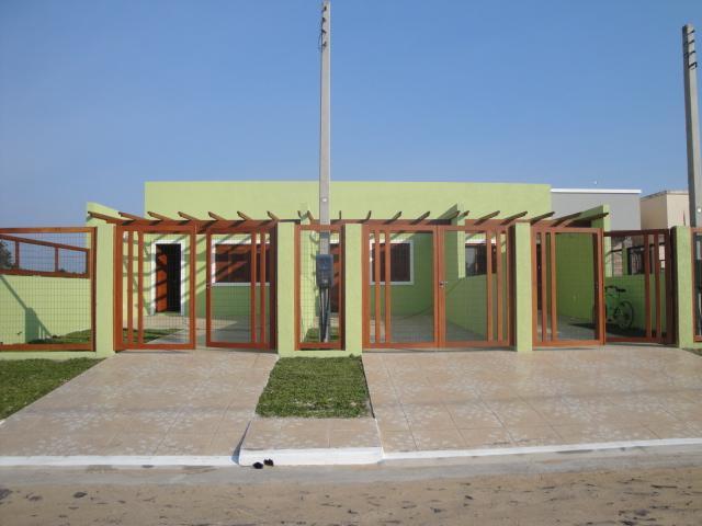 Casa geminada de 2 dormitórios, Centro, Imbé.