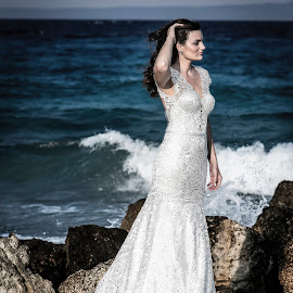 Aegean white by Kine Akasi - Wedding Bride