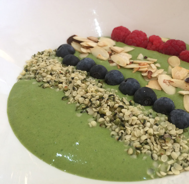 Matcha smoothie bowl at Nü