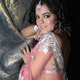 Indian girl by Mahul Mukherjee - People Fashion ( model, fashion, color, sari )