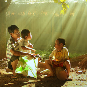by Achepot Chepot - People Family ( dad with kids )