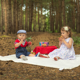Picnic by Piotr Owczarzak - Babies & Children Children Candids ( england, forest, young, childrens )