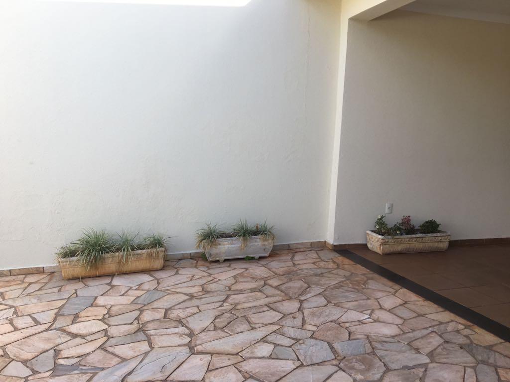 Casa para Aluguel 352 m²  com 3 quartos