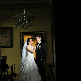 The groom and his bride by Paul Padurariu - Wedding Bride & Groom ( wedding photography, wedding, bride and groom, wedding photographer, light )