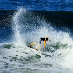 by Yuriko David - Sports & Fitness Surfing