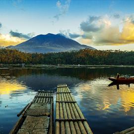 LAGUNA LAKE by William Ay-Ay - Landscapes Travel