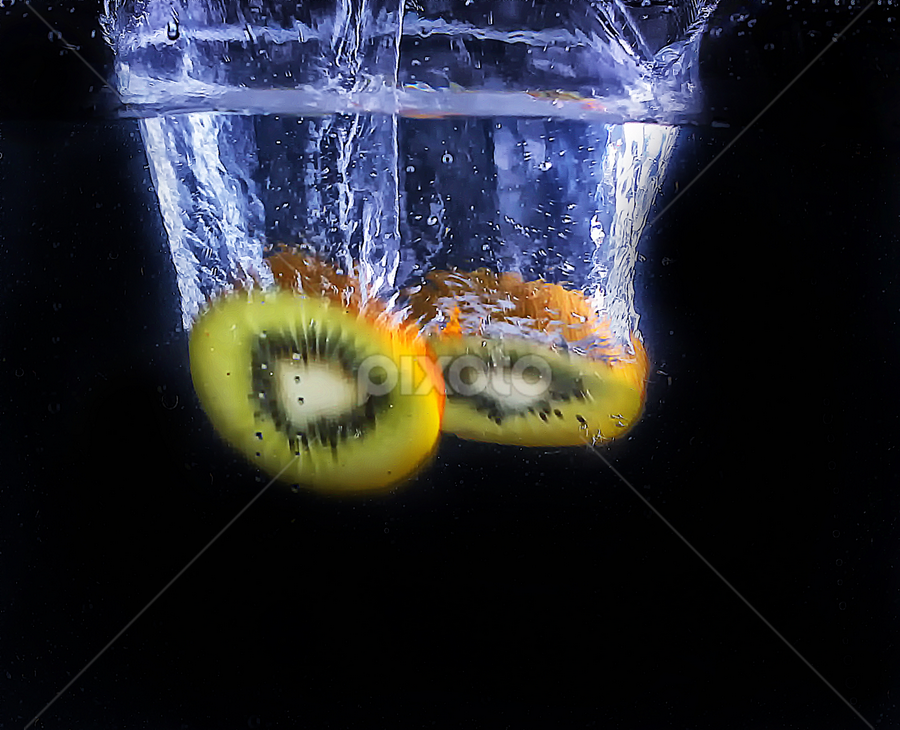 two kiwi slices by Ismed  Hasibuan  - Food & Drink Fruits & Vegetables ( water, splash, kiwi, food, fruits, slices, bubbles )