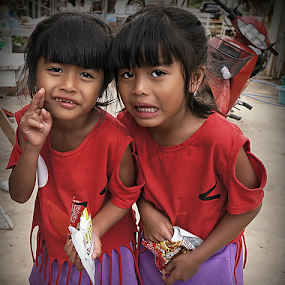 Twins by Ian Gledhill - Babies & Children Child Portraits ( child, girls, thailand, asia, children, people, portrait,  )
