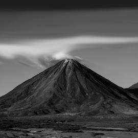 Licancabur by Alberto Nadgar R. - Digital Art Places ( volcan, artedigital, blanco y negro, anadgar )