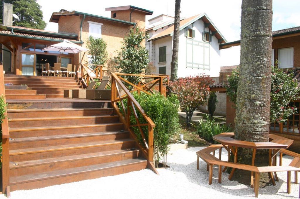 Capivari - Campos do Jordão - Linda Casa 500m²  Terreno 900m²   04 Suítes e SPA para Venda.