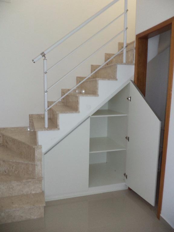 Armário sob escada