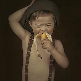 My banana by Carola Kayen-mouthaan - Babies & Children Child Portraits ( child, banana, fine art, boy, portrait )
