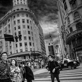 Buenos Aires by Edi Libedinsky - Black & White Street & Candid ( clouds, crossing, urban, traffic, movement, street, pedestrians, buenos aires,  )