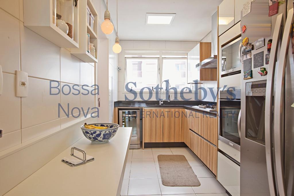 Apartamento mobiliado com muito charme com vista urbana
