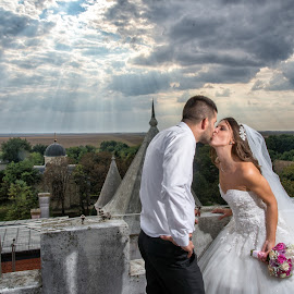 Aleksandra i Darko by Jovan Barajevac - Wedding Bride & Groom ( studio, čurug, lep dan, fotografisanje svadbi, novi sad, radost, profesionalno fotografisanje venčanja, venčanje, slikanje svadbi, mladoženja, happy, svadba, osmeh, bride, žabalj, wedding photography, svatovi, mlada, moments, magic, magic moments wedding studio, wedding, www.magicmoments.rs, divan dan, sreća, aleksandra i darko, groom )