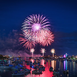 by Ryan Catanese - Public Holidays July 4th ( water, boats )