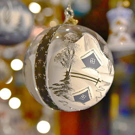 by Marco Bertamé - Artistic Objects Other Objects ( advent, ball, winter, tree, ornament, christmas, round, circle, bokeh, sdof )