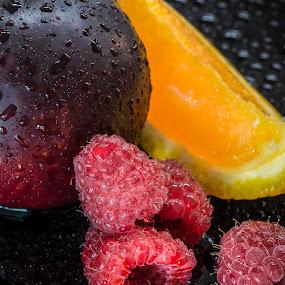 Wet fruits by Juha Kauppila - Food & Drink Fruits & Vegetables ( raspberry, raspberries )