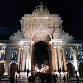 Augusta Street Arch in Commerce Square in Lisbon , Portugal by Dražen Komadina - Buildings & Architecture Public & Historical ( portugal, augusta street arch in commerce square in lisbon )