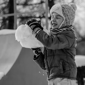 Hapiness of snow by Alexandru Bogdan Grigore - People Family ( child, winter, nature, black and white, snow, snowball )