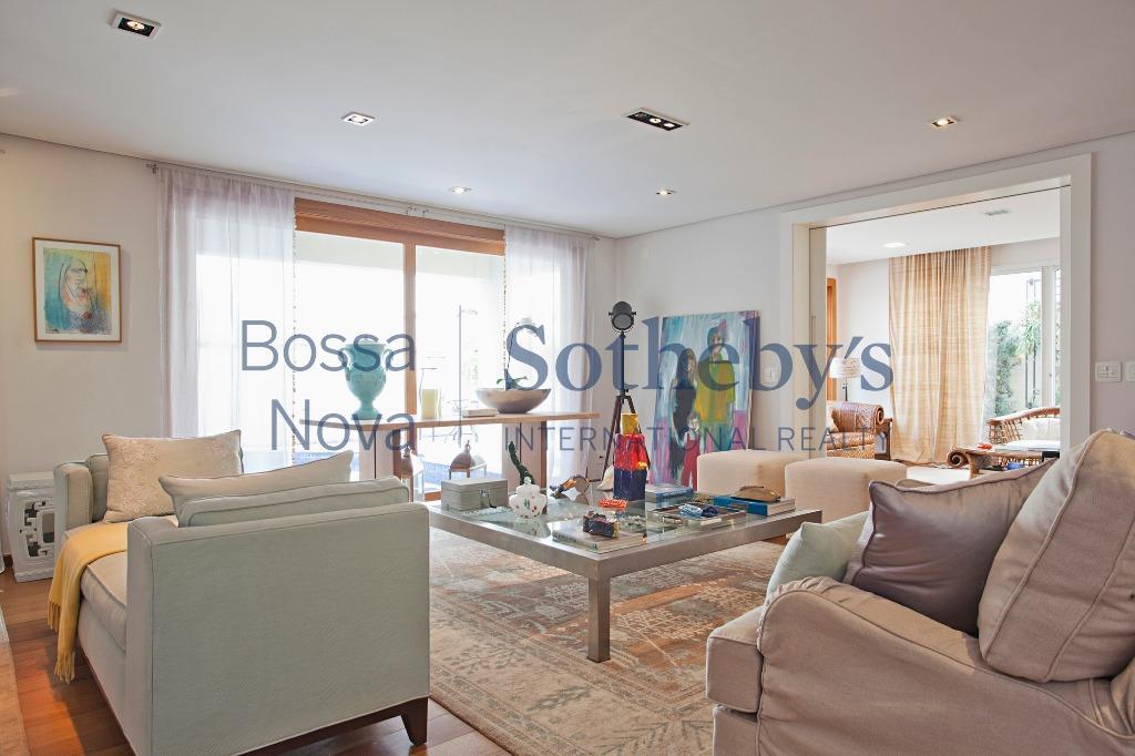 Linda casa em condomínio exclusivo no Brooklin