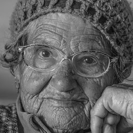 GOLDEN AGE by Guilherme  Junior - People Portraits of Women ( people,  )
