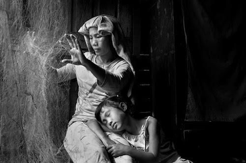 net repair by Zaki Nasution - People Portraits of Women ( woman, children, net )