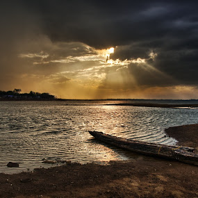 Last rays of the Day by Ravikanth Kurma - Landscapes Waterscapes ( water, waterscape, sunrays, cloudy, seascape, boat, rays, river )