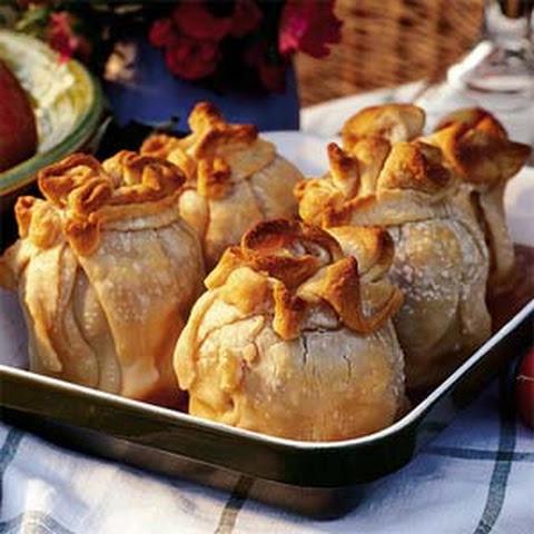 Apple Dumplings with Cinnamon Caramel Sauce Recept | Yummly