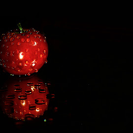 Tomato Reflected... by Abhiraj Krishna - Food & Drink Fruits & Vegetables ( water drops, reflection, red, tomato, fresh )