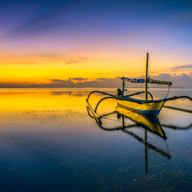The yellow one by Arek Embongan - Transportation Boats