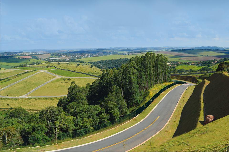 lote com 1.364m², excelente localização, vista panorâmica, topografia em aclive, pronto para construir, confira!