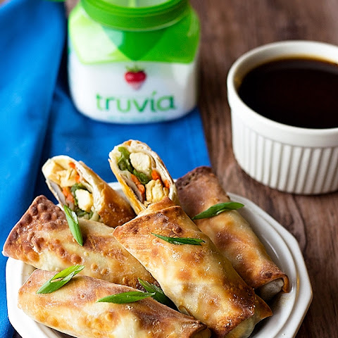 Chicken Egg rolls with Sweet and Hot Sauce