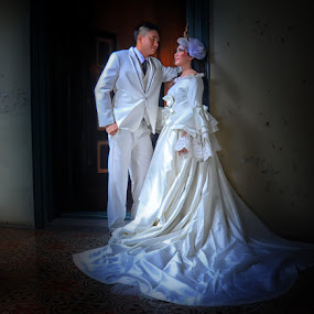 by Joey Bangun - Wedding Bride & Groom (  )