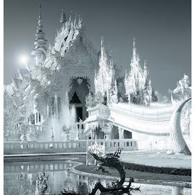 Wat Rong Khun by Pom Wanchart - Buildings & Architecture Places of Worship ( wat temple chiangrai )