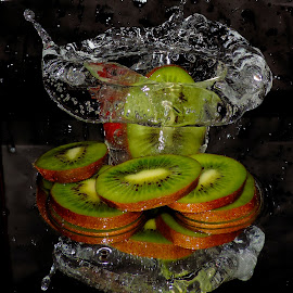kiwi in the water by LADOCKi Elvira - Food & Drink Fruits & Vegetables ( fruits )