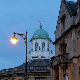 Sheldonian Theatre by night by Vanda Kopányi - Buildings & Architecture Public & Historical ( sheldonian theatre, by night, oxford, street, buildings, lamp, scene )