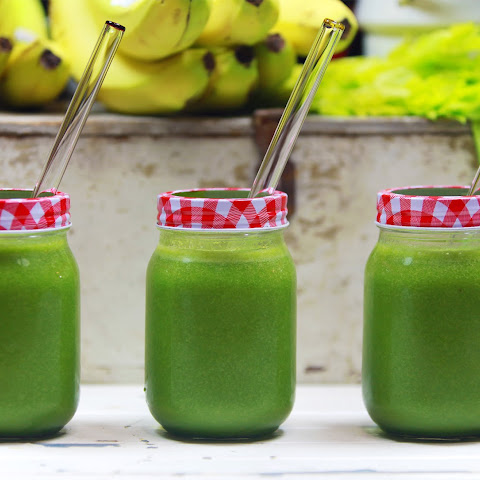 Anti-Bloat Cleansing Raw Vegan Celery Pineapple Green Smoothie