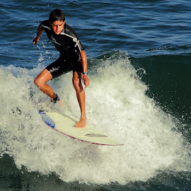 En haut de la vague by Gérard CHATENET - Sports & Fitness Surfing