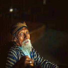 Old man by Indrawan Ekomurtomo - People Portraits of Men