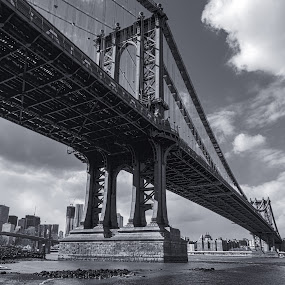 Manhattan Brigde by Martin Hedlund - Buildings & Architecture Bridges & Suspended Structures ( manhattan bridge b&w new york city sky cloud shore water nikon d90 )