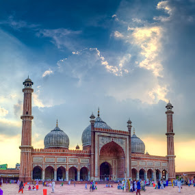 Jama Masjid on a Ramzaan Evening by Dan FotoWorx - Buildings & Architecture Places of Worship ( clouds, prayer, sky, islam, mosque, india, architecture, worship, evening, jama masjid, delhi )