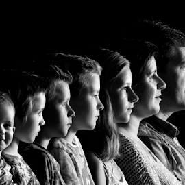 familly faceshoot by Twan Gevers - People Family ( face, side, family, white, black )