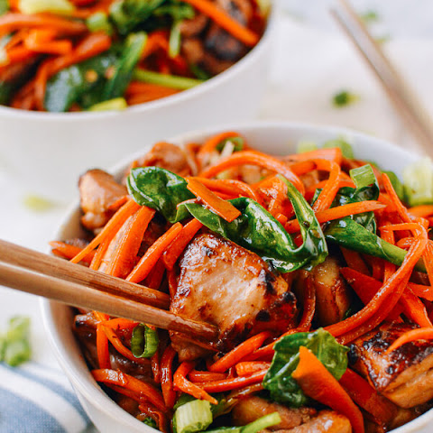 Stir-fried Carrot Noodles with Chicken
